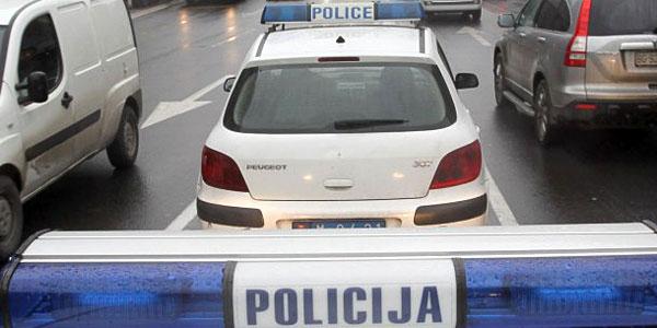 Policijski auto