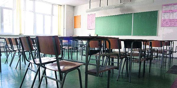 Školske klupe prazne
