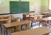 Prazna školska klupa