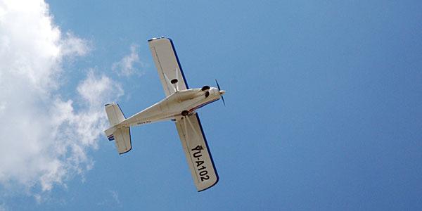 Avion u letu na Aero skupu u Boru
