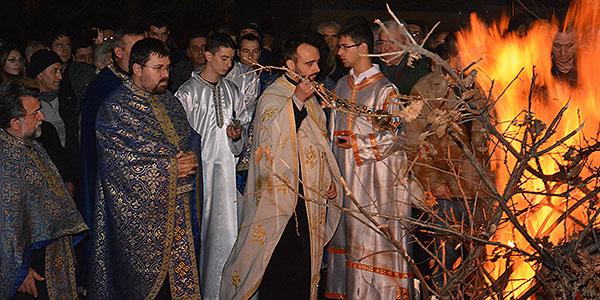 Badnje veče u Boru - osveštenje badnjaka