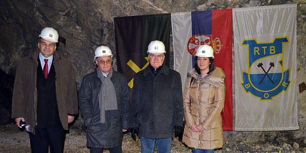 Ambasador Finske Peka Orpan u poseti fafiću u borskoj Jami