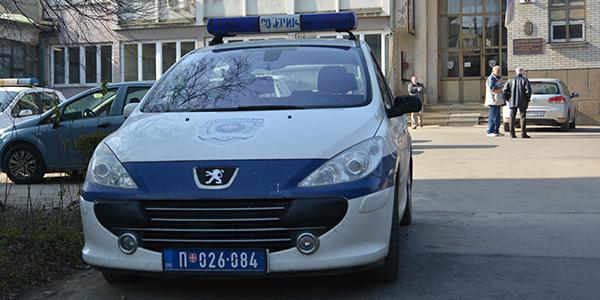 policijski-auto-bor